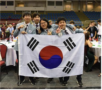 왼쪽부터 국제생물올림피아드 한국 대표단 정연규, 남지우, 김정태, 이재형 학생들 한국과학창의재단 제공