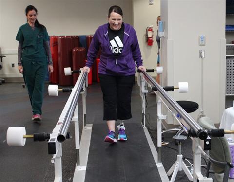 가상의 물리치료사를 등장시키는 원격 재활 프로그램은 물리치료사들이 실제로 행하는 것만큼 효과가 있다는 연구 결과가 발표됐다. © DoD photo by Karina Luis