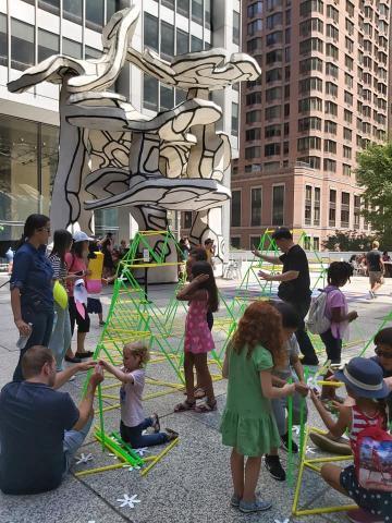 지난 17일 미국 국립수학박물관(MoMath) 주최로 미국 뉴욕 맨해튼에서 개최된 '뉴욕 수학 축제'에서는 흥미진진한 수학 관련 전시 및 체험 행사가 펼쳐졌다. ⓒ (주)포디랜드