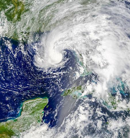 2018년 5월 말 유카탄 반도와 쿠바, 미국 동부를 휩쓴 아열대 폭풍 알베르토가 플로리다 지역에 접근하는 위성 사진.   CREDIT:  Wikimedia / NASA