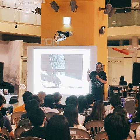 24일(토) 개최된 달밤과학파티에서 이명현 박사(SETI연구소 한국책임자)가 인간의 우주여행에 대한 강연을 진행하고 있다. © 김승현