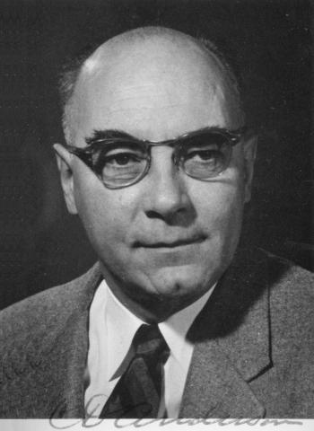 우주선을 연구하다 최초의 반물질인 양전자를 발견한 공로로 1936년 노벨 물리학상을 수상한 칼 데이비드 앤더슨. © Smithsonian Institution Libraries