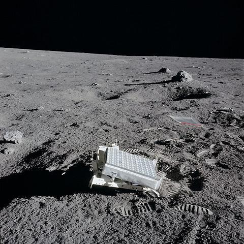 아폴로 14호가 설치한 LR3 © NASA