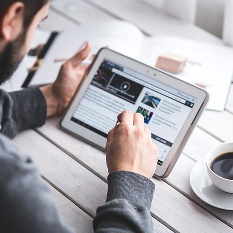 스마트폰이나 태블릿에 너무 의존하면 과학 정보를 이해하는 데 어려움을 겪게 될 수 있다. © Pixabay