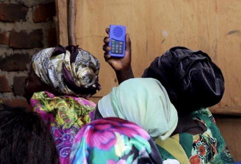 여성의 지식 수준을 높여 교육열을 향상시킬 수 있는 도구인 '삶을 위한 mp3'