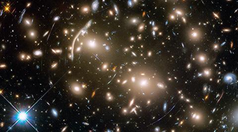 슈퍼컴퓨터가 더욱 발전하면 언젠가 우주 전체의 탄생과 진화를 시뮬레이션하게 될 전망이다. © NASA, ESA / STScI