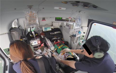 환자 치료와 이송 중인 닥터헬기의 내부 모습 Ⓒ 원주세브란스기독병원 제공