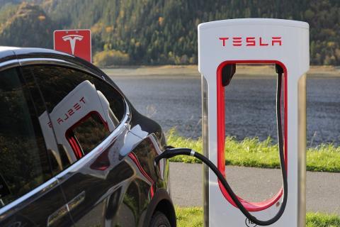 테슬라 전기자동차 충전소.  ⓒ Pixabay