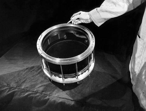 윌슨의 안개상자는 우주선 분야에서 원자구성 입자를 발견하는 데 결정적인 공헌을 했다. ⓒ public domain