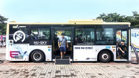 축제 기간 중에 실제로 시현된 디피코 전기버스 체험 현장. 관람객들로부터 큰 관심을 불러일으켰다. ⓒ이강봉/ScienceTimes