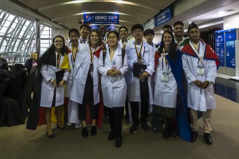 30여개국 고교생이 참여한 뇌과학 올림피아드 '국제 브리인 비(IBB)'에서 수상한 학생들이 기쁨을 표명하고 있다. ⓒ 이강봉/ScienceTimes