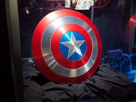 비브라늄이라는 외계 금속으로 만들어졌다는 캡틴 아메리카의 방패 ⓒ ze_bear