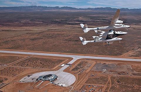 스페이스포트 아메리카 상공을 비행하는 스페이스쉽투. © Virgin Galactic