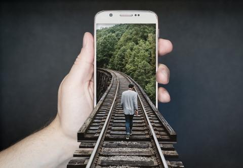 기술과 예술의 결합을 통해 '4차산업혁명시대, 인간이 어떻게 살아야 하나'에 대한 일종의 나아갈 길을 제시하는 것이 미디어 아트의 역할이다. ⓒ Pixabay