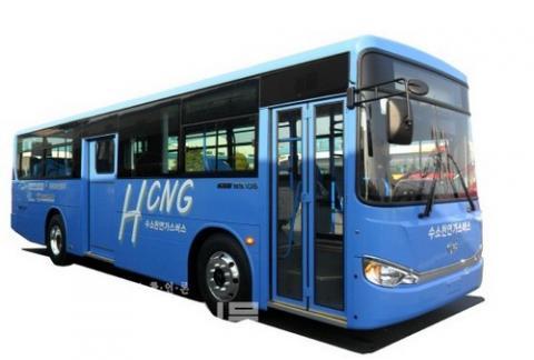 수소와 천연가스를 섞은 혼합연료로 달리는 HCNG 버스 ⓒ 현대자동차