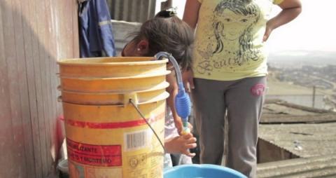 물통에서 수도꼭지를 이용하면 위생적으로 물을 옮길 수 있다 ⓒ soliforum.com