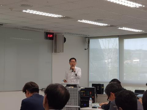 소프트웨어 인력 정책이 주는 시사점에 대해 발표하고 있는 이원홍 연구원. ⓒ 김순강 / ScienceTimes