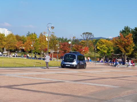 전방에 사람이 등장하자 바로 멈춰서는 자율주행차 ⓒ 김순강 / ScienceTimes