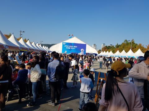 엑스포시민광장에 대전영재페스티벌에 참여한 40개 체험부스가 즐비했다. ⓒ 김순강 / ScienceTimes
