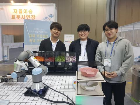 샐러봇 프로젝트팀(왼쪽  허윤호 학생) ⓒ 김순강 / ScienceTimes