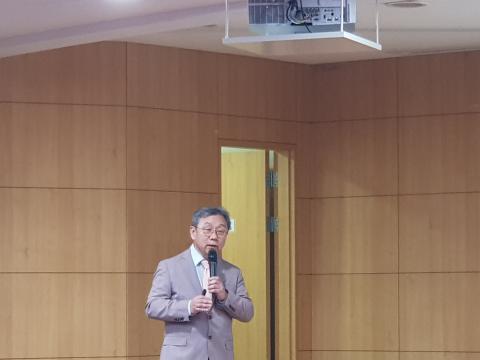 엄창섭 고려대 교수가 '글로벌 연구윤리 이슈와 우리의 대응 전략'에 대해 발표했다.