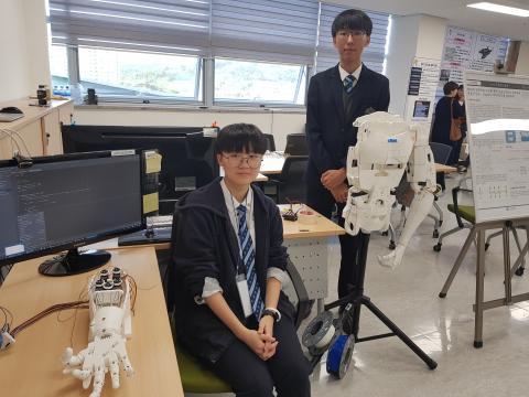 왼쪽부터 충남 삼성고등학교 1학년 김수아, 이재훈 학생. ⓒ 김순강 / ScienceTimes
