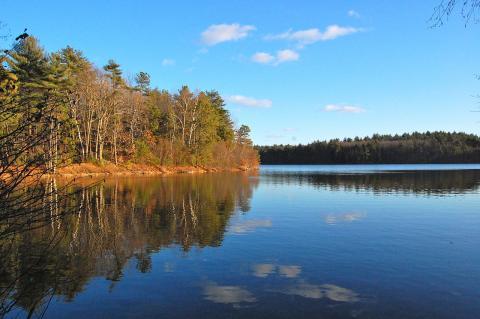 월든 호수 ⓒ 위키피디아