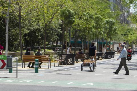 바르셀로나의 슈퍼블록에서는 거주민 차량과 쓰레기 수거차 등의 공공 목적 차량만 진입이 가능하다.  © Ajuntament de Barcelona