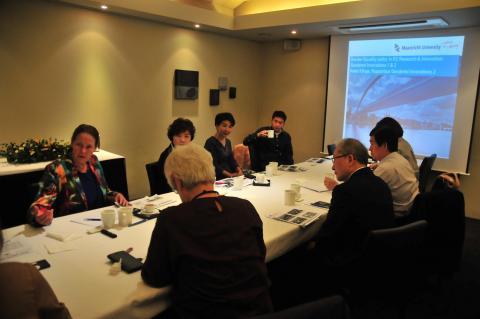 젠더혁신 정책연구회 특별세미나에서 강연 중인 클링게 박사(맨 좌측) Ⓒ이동훈