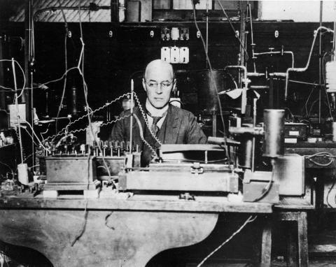 '에디슨 효과'를 과학적으로 규명한 공로를 인정받아 1928년 노벨 물리학상을 수상한 오언 리처드슨.