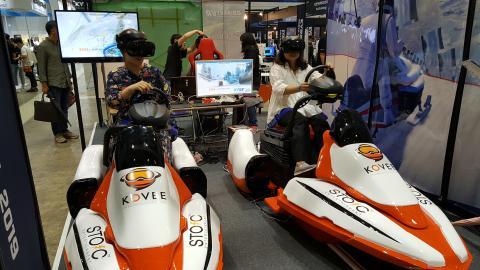 VR 체험하며 즐거워하는 모습 Ⓒ 김애영/ ScienceTimes