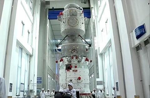 조립 중인 선저우 우주선. © CNSA