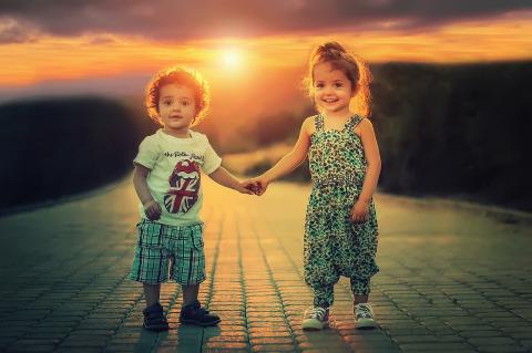 유아기 때 행복한 아이들이 IQ가 더 발달할 뿐만 아니라 성인이 되어서도 학업 성적이 좋을 가능성이 높다는 연구 결과가 발표됐다. ⓒ Image by Bessi from Pixabay