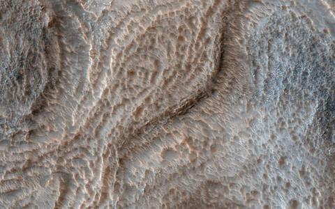 고대 호수로 추정되는 흔적이 다수 발견된 화성의 헬라스(Hellas) 분지. NASA에서 화성 오염을 방지하고 생명체 관련 연구를 완벽하게 수행하기 위해 이 분지에서 탐사 활동을 제한하기 위한 가이드라인을 만들고 있다. ⓒ NASA
