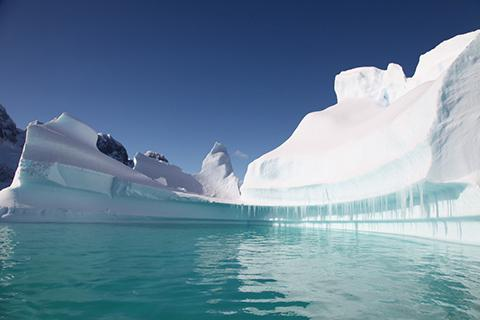 고대 얼음에 갇힌 가스 거품은 과거 기후에 대한 단서를 제공할 것으로 기대된다. © pxhere