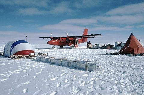 과학자들은 남극 대륙 한복판에서 빙하를 뚫으려고 한다. © CLEX