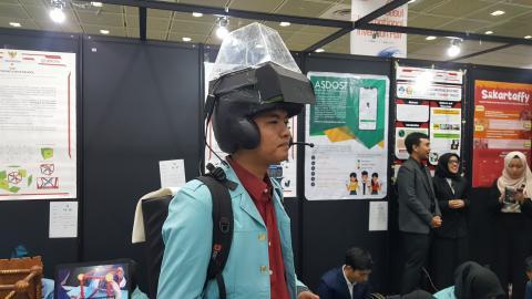 서울국제발명전시장에서 한 인도네시아 발명가가 자신의 발명품을 시연해보이고 있다. Ⓒ 김애영/ ScienceTimes