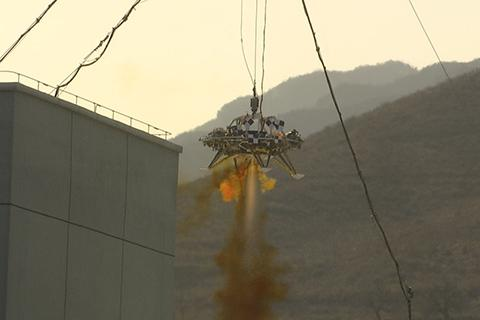 The lander successfully completes the test of drifting, obstacle avoidance and deceleration. © CGTN