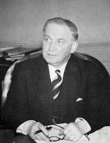 지구 상공에 무선 전파를 반사시키는 전리층이 있다는 사실을 발견해 1947년 노벨 물리학상을 수상한 에드워드 애플턴. ⓒ britannica.com