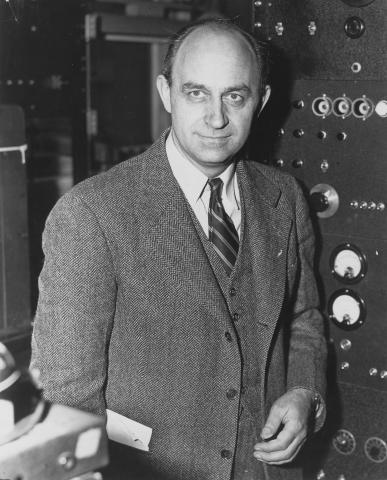 새로운 방사능 물질과 느린 중성자의 특별한 능력을 발견한 공로를 인정받아 1938년 노벨 물리학상을 수상한 엔리코 페르미. © public domain
