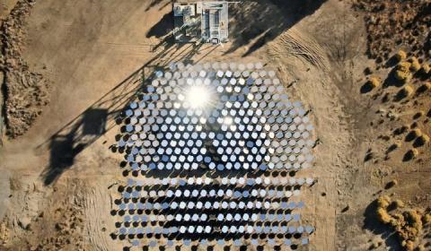 미국의 청정에너지 업체 '헬리오겐(Heliogen)'은 인공지능(AI)을 이용해 1000℃ 이상의 온도를 생성하는 새로운 태양광발전 시스템을 개발했다고 발표했다. ⓒ Heliogen