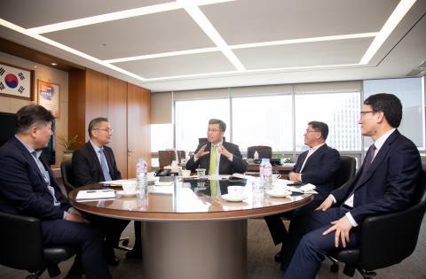 정 원장은 먼저 정부의 R&D 전담기관 개편에 맞춰 기관 업무의 본질을 다시 생각해 보겠다고 밝혔다.