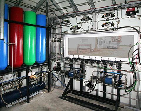 암모니아 생산을 위한 가압 수소 및 질소 탱크. © Jay Schmuecker