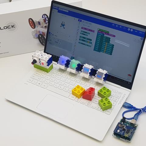 인터 코디는 모터 블록, 샤이니지 블록, 마이크 블록, 스위치 블록 등 다양한 스마트 기능을 갖춘 블록으로 구성되어 있다. ⓒ (주)크리모