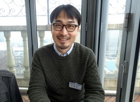 """의 원작자이자 썬더그룹 주식회사 대표인 신태훈 작가는 """"과학을 작품 속에서 표현하면서 새로운 삶의 보람을 느끼고 있다""""고 말했다."""