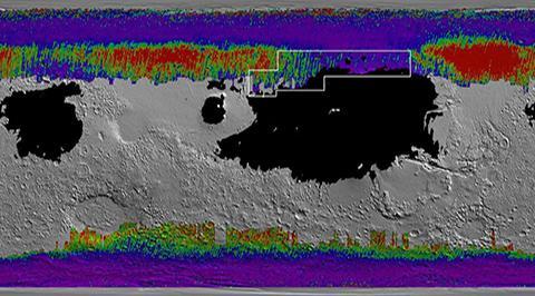 화성의 지하 수빙 분포도, 보라색-파란색-녹색-빨간색 순으로 표면에 더 가깝다. 검은색은 미세먼지 퇴적층으로 우주선 착륙 시 매몰될 우려가 있다. © NASA / JPL-Caltech / ASU