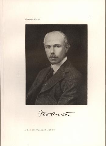 수많은 비활성원소의 동위원소와 정수법칙을 발견해 1922년 노벨 화학상을 수상한 프랜시스 애스턴. ⓒ Smithsonian Institution(Flickr Commons)