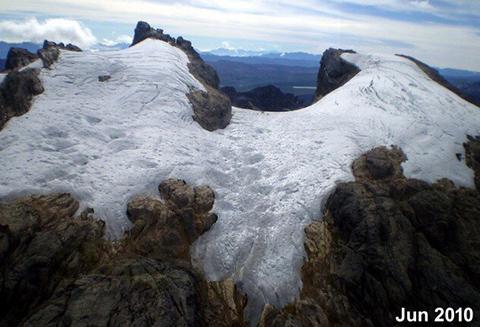 푼착자야 빙하의 2010년 모습. © Lonnie Thompson