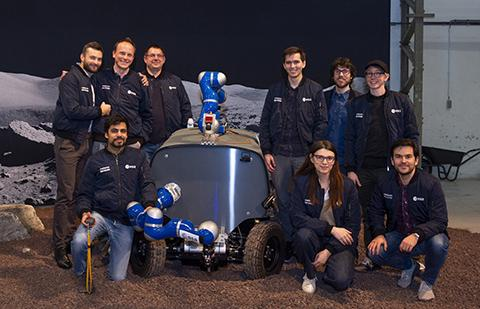 아날로그-1을 개발한 HRI Lab 연구팀. © ESA