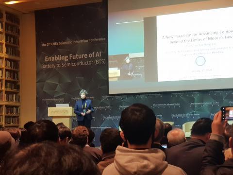 수재 킹 류 학장이 반도체에서의 인공지능 협업을 강조했다. ⓒ 김순강 / ScienceTimes